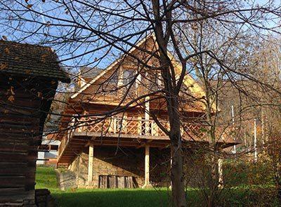 Maison traditionnelle en rondins